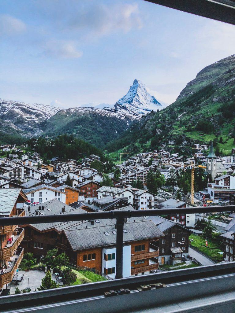 زيارة سويسرا