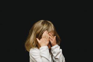 كيفية التعامل مع الطفل العنيد