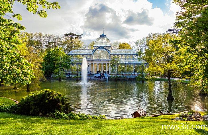 حديقة بوين ريتيرو وكريستال بالاس في مدريد
